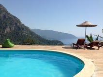 Escena hermosa en la piscina de Turquía Foto de archivo libre de regalías
