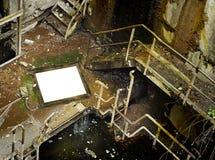 Escena industrial putrefacta con el marco en blanco Foto de archivo libre de regalías