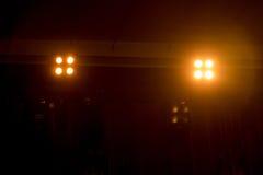 Escena, luz de la etapa con los proyectores coloreados Imagenes de archivo