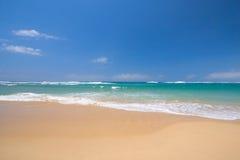 Escena pacífica de la playa Foto de archivo libre de regalías