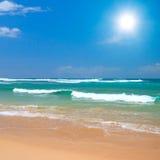 Escena pacífica de la playa Fotos de archivo libres de regalías