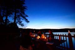 Escena relajante de la casa del lago Imágenes de archivo libres de regalías