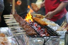 Escena satay del mercado callejero del pollo Imagen de archivo libre de regalías