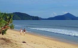 Escena seises de la playa de la tarde Imagenes de archivo