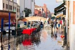 Escena típica del canal y de la calle, Venecia Imágenes de archivo libres de regalías