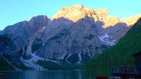 Escena tranquila de las dolomías hermosas y del lago Lago Di Landro almacen de video