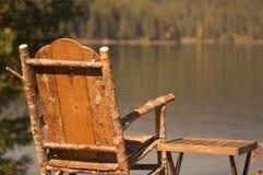 Escena tranquila del lago morning foto de archivo