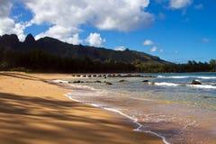 Escena tropical Kauai Hawaii de la playa imagen de archivo libre de regalías