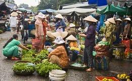 Escena vietnamita ocupada del mercado foto de archivo