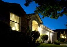 Escenas agradables de una noche de la casa Foto de archivo