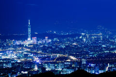 Escenas azules de la noche del estilo de la ciudad de Taipei, Taiwán imagen de archivo libre de regalías