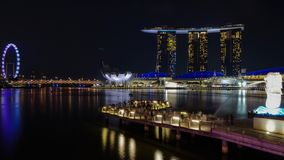 Escenas de la noche del merlion de Marina Bay fotos de archivo