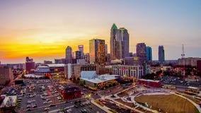 Escenas del horizonte y de la calle de la ciudad de Charlotte Carolina del Norte almacen de video