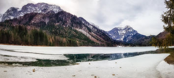 Escenas del invierno, lago congelado imagenes de archivo