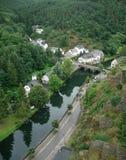 Esch-sur-Sûre en rivier Sauer Stock Foto