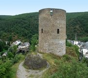 Esch-sur-zekere en kasteelruïne Royalty-vrije Stock Afbeeldingen