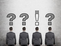 Esclamazione e punto interrogativo sopraelevato Immagini Stock Libere da Diritti