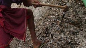 Esclavitud en Asia Trabajadores inexpertos Explotación minera de la mica La India almacen de metraje de vídeo