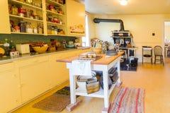 Escluda l'interno storico nazionale del sito del ranch di u di vecchia cucina immagine stock