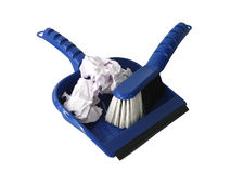 Escoba y recogedor de polvo con basura Fotografía de archivo libre de regalías