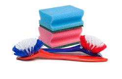 Escobillas y esponjas de la cocina. Foto de archivo libre de regalías