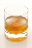 Escocés e hielo en un vidrio Imagen de archivo libre de regalías