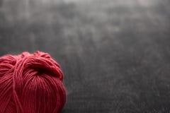 Escoja la bola color de rosa del hilado con el foco suave Imagen de archivo libre de regalías