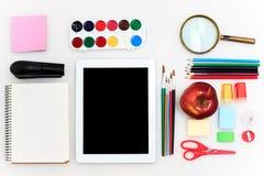 A escola ajustou-se com cadernos, lápis, escova, tesouras e maçã no fundo branco Fotografia de Stock Royalty Free