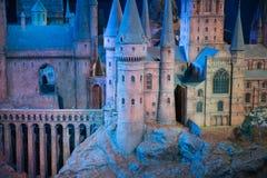 Escola de Hogwarts da feitiçaria e da feitiçaria, modelo contra do fundo preto Fotografia de Stock