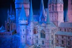 Escola de Hogwarts da feitiçaria e da feitiçaria, modelo contra do fundo preto Foto de Stock