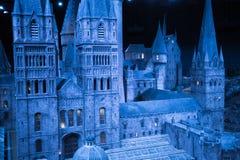 Escola de Hogwarts da feitiçaria e da feitiçaria, modelo contra do fundo preto Foto de Stock Royalty Free