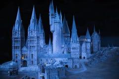 Escola de Hogwarts da feitiçaria e da feitiçaria, modelo contra do fundo preto Imagens de Stock Royalty Free
