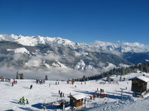 Escola do esqui na inclinação Fotos de Stock Royalty Free