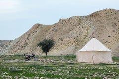 Escola do nômadas em montanhas de Zagros imagem de stock royalty free