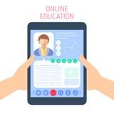 A escola e o conceito em linha da educação vector a ilustração lisa Fotografia de Stock Royalty Free