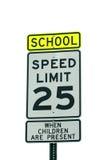 Escola e sinal de 25 mph foto de stock