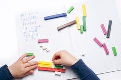 Escola primária: exercícios aritméticos Foto de Stock