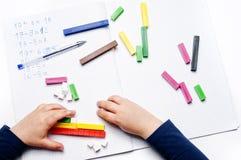 Escola primária: exercícios aritméticos Fotos de Stock