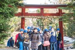 Escolares japoneses en Kamakura, Japón Imagenes de archivo