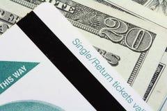 Escolha/bilhete do retorno e o dinheiro Fotografia de Stock Royalty Free