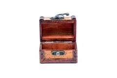 Escolha a caixa de madeira aberta no fundo branco Foto de Stock