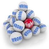 A escolha direita da bola entre alternativas erradas escolhe a melhor opção Imagem de Stock