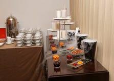 Escolha dos refrescos na tabela de banquete Imagem de Stock