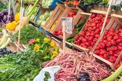 Escolha dos vegetais para a venda em Palermo Imagens de Stock Royalty Free