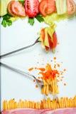 Escolha saudável ou da comida lixo Imagens de Stock Royalty Free
