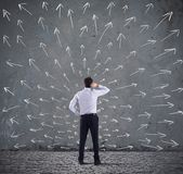 Escolhas difíceis de um homem de negócios Conceito da confusão imagem de stock royalty free