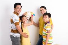 Escolhendo a cor para as paredes Imagem de Stock