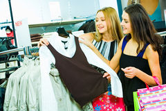 Escolhendo a roupa nova Imagem de Stock