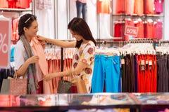 Escolhendo um vestido Imagens de Stock Royalty Free