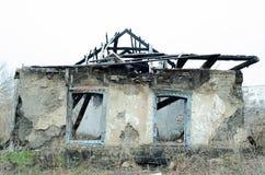 Escombros de la casa destruida después del fuego Fotografía de archivo libre de regalías